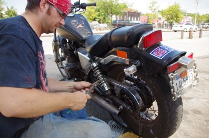 new_york_queens_chain_lost_30_meters_from_a_motorbike_store-jpg
